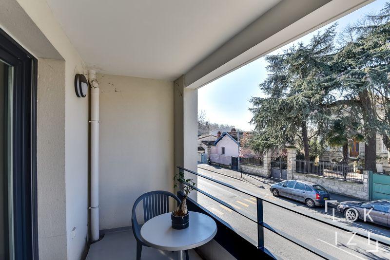location appartement meubl 2 pi ces 42m bordeaux par lokizi. Black Bedroom Furniture Sets. Home Design Ideas