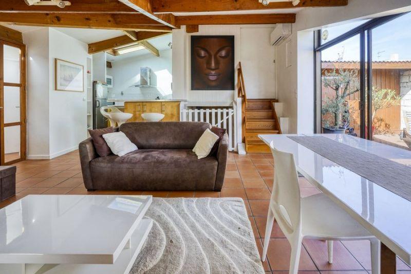 appartement meubl 2 chambres 59m bordeaux chartrons. Black Bedroom Furniture Sets. Home Design Ideas